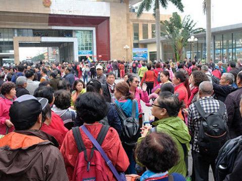 中国零价旅游团涌入越南,网友:零团费是假、高消费是真!