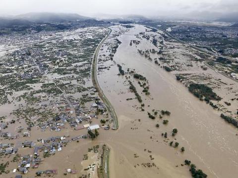 多灾日本再遭重创,超强台风海贝思致19人死亡,新干线列车被泡