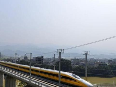"""中国这辆""""黄色高铁"""":从不搭乘客却天天跑,即便在有钱也坐不上"""