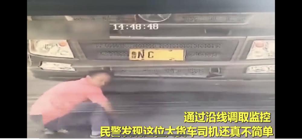 司机用毛笔伪造车牌,交警罚12分肉眼难识别!网友:才华用错地