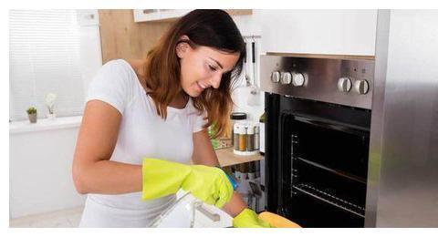 烘焙爱好者必看:教你一招烤箱清洁大法