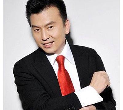 央视主持人张泽群54岁未婚,发胖到认不出,曾是学渣,高考战4年
