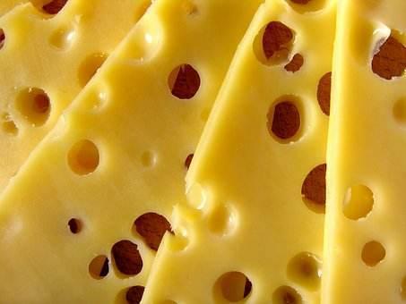 """牛奶号称""""天然钙片"""",可喝完拉肚子怎么办?解决办法其实很简单"""