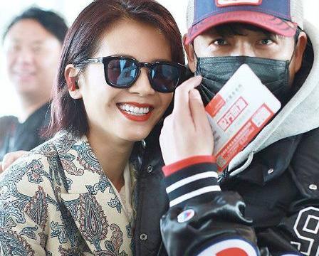 潘粤明偶遇刘涛欲搭讪,却被工作人员阻拦,发福的潘潘无助又可怜