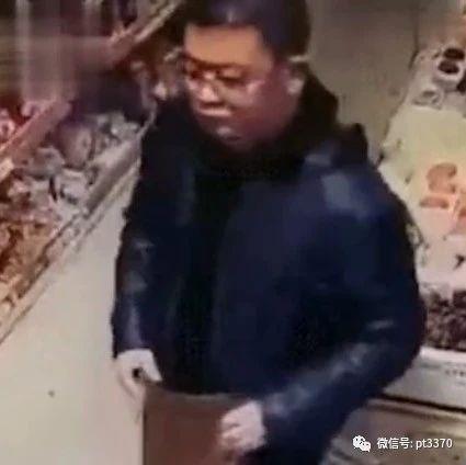 太恶心!男子在超市竟对女收银员做出不可描述动作