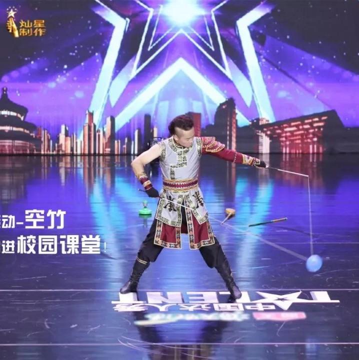 """东胜这位老师的""""绝活儿""""登上了""""中国达人秀""""舞台!"""
