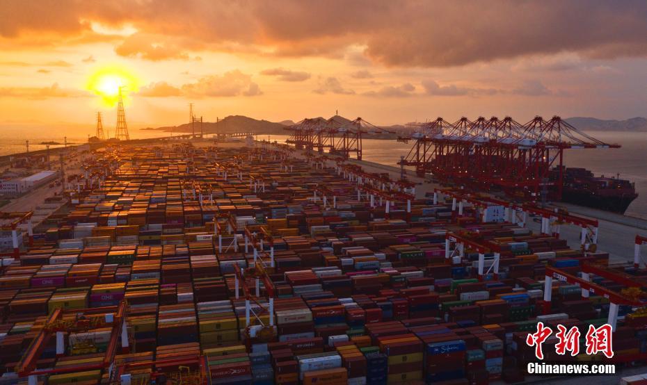 """上海洋山港码头自动化  效率创""""神话""""上海洋山港码头自动化  效率创""""神话"""""""