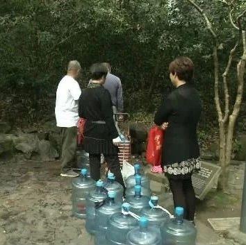 原本需排队3小时取水的虎跑泉突然变冷清了,老杭州说,这和千岛湖水有关......