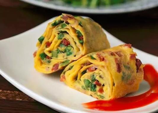 精选美食推荐:培根土豆丝饼,韭菜火腿蛋卷,金针菇炒蛋的做法