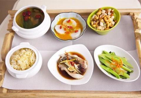 为了让牛皮癣患者早日摆脱困扰,应该怎么安排三餐饮食呢?