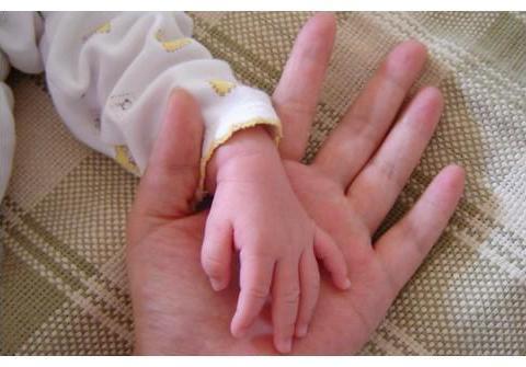 婆婆51岁赌气生二胎,孩子出生无力抚养,儿媳:我不管