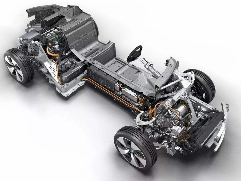 搭载1.5T三缸机,它4秒破百,并且油耗超低!