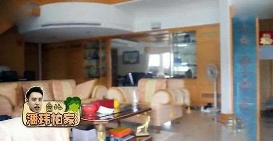 潘玮柏首次曝出自己的家,冰箱上面还贴着福字,装修风格太传统了