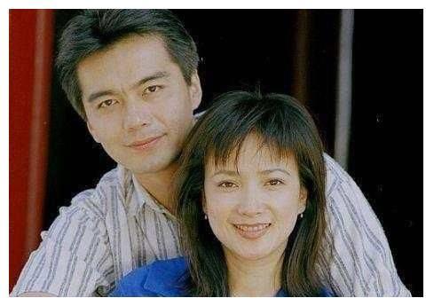 曾被前夫许亚军伤透心,二次婚姻终获幸福,今54岁长成这样