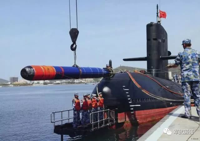 """谁说航母击不沉?中国海军喜提新""""航母杀手"""",一炮就是一个大坑"""