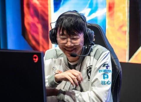 "RNG输掉比赛后,发推与IG""疯狂互动"",IG回应的图片亮了!"
