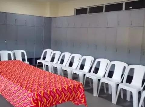 环境太差!菲律宾给国足安排的更衣室曝光,脏乱不堪不如学生澡堂