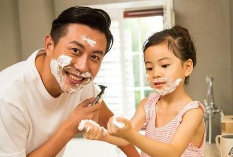 女儿出现恋父情结,爸爸要掌握好爱的尺度,别让孩子的感情畸形