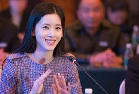 「虎嗅晚报」章泽天卸任刘强东关联公司董事;阿里回应被出售股份