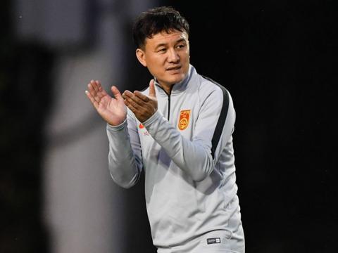 中国足球又多一个老黄牛!国奥比赛刚结束,就亲自飞出国考察对手