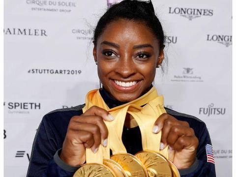 美国黑珍珠拜尔斯总共获体操世锦赛25枚奖牌 改写世界纪录