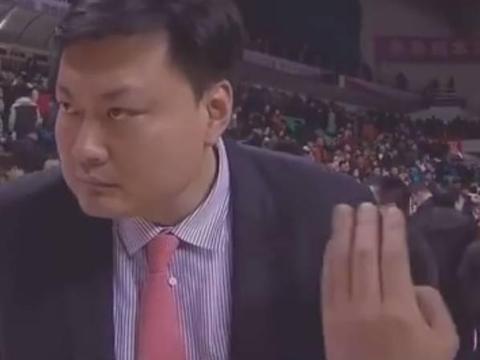 """""""记者采访口误称广厦 浙江主教练张博雨反问:广厦?"""""""