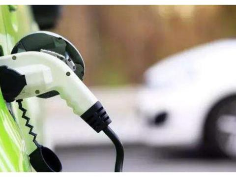 禁售燃油车时间已定,众多车主都很无奈:刚买的国六车该咋办