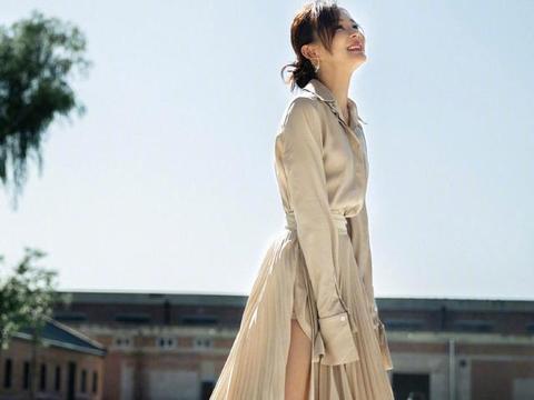 袁姗姗:连衣长裙,秀修长美腿,时髦性感