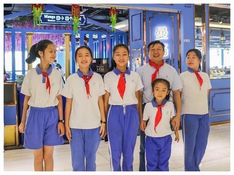 深圳5名小学生纪念少先队建队70周年 蒲公英红领巾活动角启动