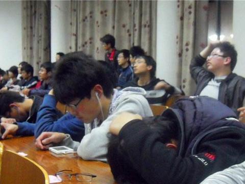 教育部通知,人大清退,被混日子毁掉的大学生,到底有多惨?