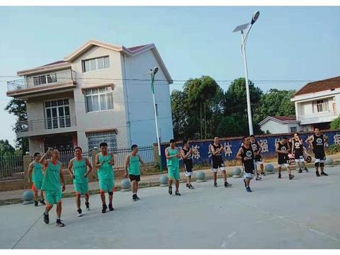 共拼搏 促友谊 桃源县枫树中学与教师进修学校举行篮球友谊赛