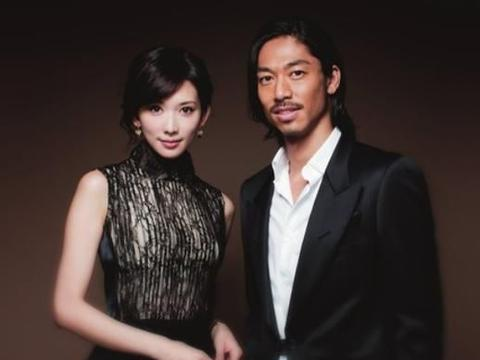 林志玲参加活动,44岁穿成少女,卷发配黑色短裙,生图颜值高
