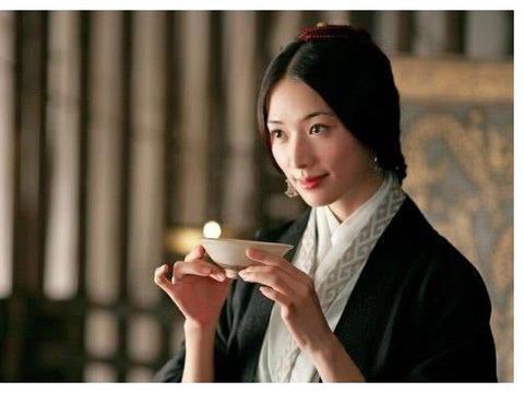 林志玲黑色短裙现身活动,网友感叹真不像45岁的年龄!