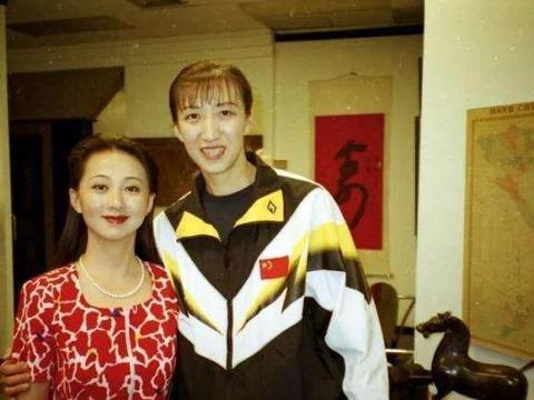 """她是中国女排""""老黄牛"""",郎平左膀右臂,丈夫是军人,等她14年"""