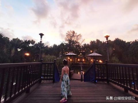 张梓琳女儿遗传她122cm长腿,才3岁身高就了不得,穿吊带裙超有范