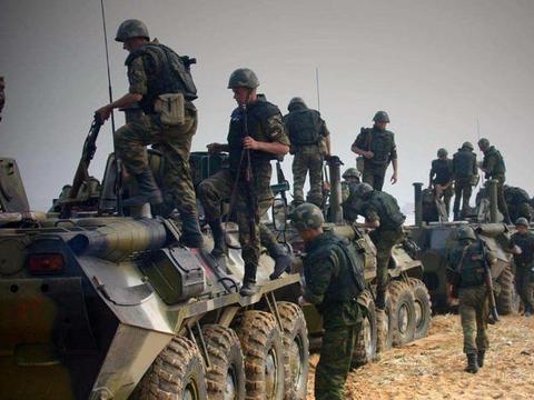 深夜突然传来巨响,叙俄联军全线开火,美军顾问闻讯抢先一步撤离