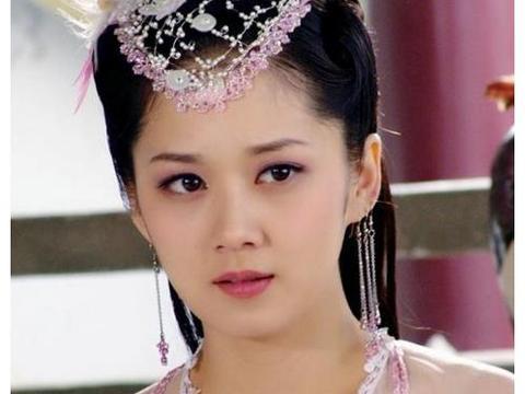 还记得《刁蛮公主》张娜拉吗?38岁的她穿上婚纱,不老容颜笑容甜