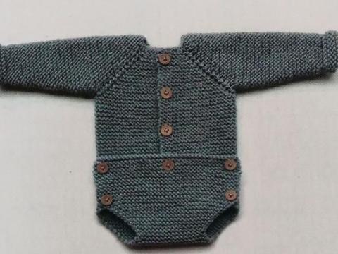 从领口往下织婴儿连体衣,冬天穿它很暖和