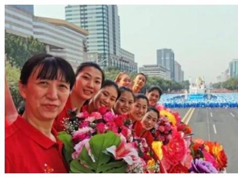 王梦洁近一年没回家,杨涵玉一年多未回家,当她们回家后母亲流泪