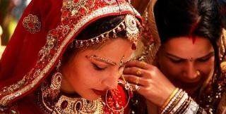 """印度""""贫民窟""""女人温饱都达不到,为啥还穿金戴银,怎么做到的"""