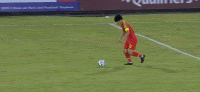 国足0-0菲律宾引众怒:武磊浪费多少机会?一帮软脚虾只会虐菜