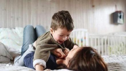 """妈妈和儿子同床8年,半夜发现孩子""""尿裤子"""",毅然提出分床"""