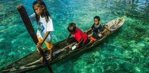 """祖辈生活在海上的民族,被称为""""海人族"""",一日三餐都吃海鲜!"""
