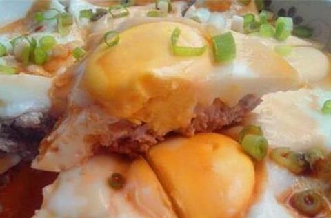 外婆做的蒸蛋,鲜香美味,用勺子舀着吃,每次做连盘底都舔干净!