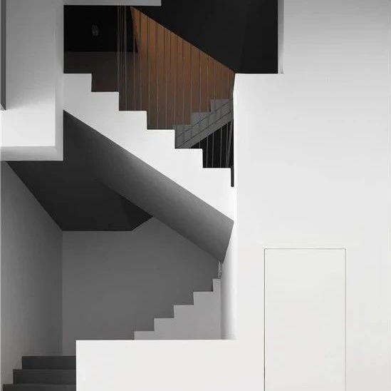 极致的黑白,用光塑造高质感艺术空间