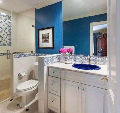 很多人装修不花钱做卫生间淋浴房了,让师傅顺便这样装,实用十倍
