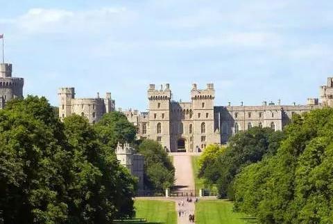 世界上最古老的城堡,媲美巴黎圣母院,英国女王至今还在此居住