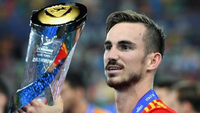 巴萨皇马抢夺那不勒斯中场新星,23岁转会费即将提升到1亿欧