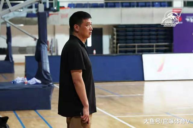 闵鹿蕾哪去了?新赛季北京首钢不见他的身影 会去辅佐马布里吗?