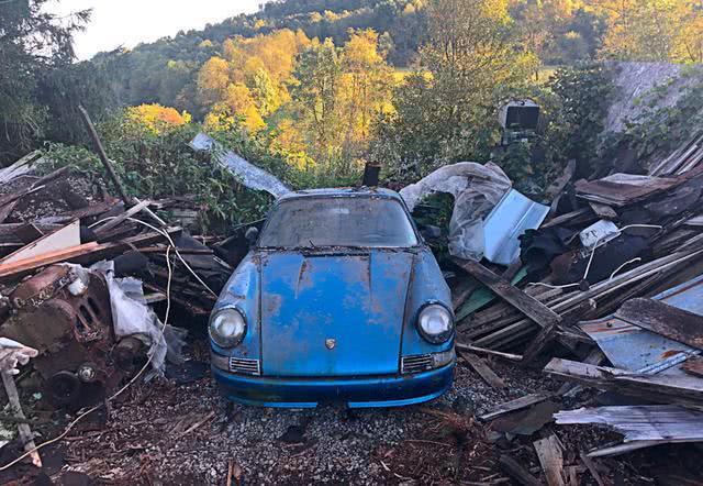 小哥翻新老房子时,一辆1967年的保时捷911面世:捡到宝了